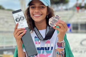 A skatista também contou que, antes de competir, conversou com a lenda do skate Tony Hawk, que ela apelidou carinhosamente de tio Toninho