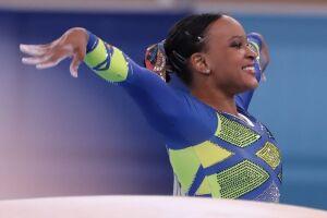 Rebeca Andrade consegue feito histórico e traz inédita medalha de prata para o Brasil
