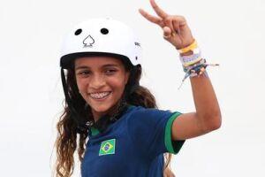 A fadinha ainda fez um apelo para os brasileiros continuarem se cuidando