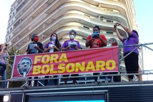 Segundo os organizadores, houve protestos em mais de 300 cidades, entre elas Santos