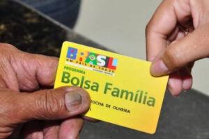 Bolsonaro disse que o governo pode sugerir até dobrar o valor médio pago a beneficiários do Bolsa Família