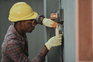 O aluno estará apto a desenvolver competências que permitem prestar serviços de manutenção preventiva e corretiva em instalações elétricas residenciais e comerciais