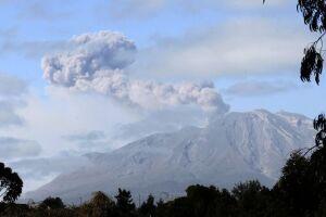Vulcão da Ilha das Palmas entrou em erupção neste domingo (19)
