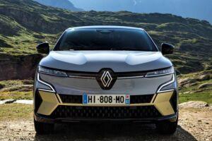O Megane E-Tech estará disponível em seis cores de carrocerias. Uma novidade é a cor dourada Warm Titanium, na versão topo de linha, ela aparece na lâmina do para-choque dianteiro e traseiro e nas saídas de ar laterais do para-choque dianteiro