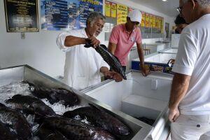 Diante da situação, o Mapa está orientando a população a ficar atenta na hora de comprar pescados, de forma geral