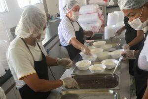 Os cardápios são elaborados por uma nutricionista, a fim de oferecer uma alimentação saudável e balanceada