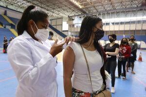 Guarujá amplia horário de vacinação
