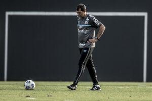 O técnico Fábio Carille não poderá contar com diversos titulares