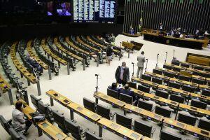 Deputados derrubam veto