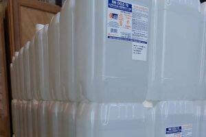 2 mil litros de álcool 70% foram doados para a prefeitura de Santos