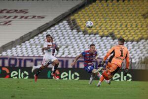Henríquez marcou o segundo gol do Fortaleza no jogo