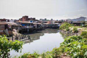 O programa estadual possui investimentos de R$ 600 milhões e tem o objetivo de beneficiar 2.800 famílias das palafitas de toda a Baixada Santista
