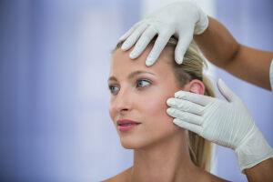 É necessário buscar um profissional qualificado para fazer a harmonização facial