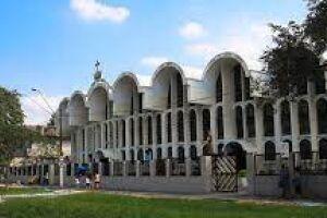 A Paróquia São Francisco de Assis fica na Avenida Nossa Senhora da Lapa, 676, Vila Nova