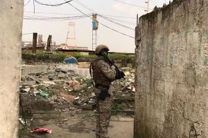 A operação se concentrou em três regiões de Guarujá
