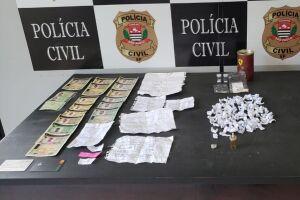 As apreensões de documentos falsos e chips de celular ocorreram no apartamento de um dos suspeitos