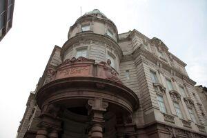 Localizado na Rua XV de Novembro, em Santos, cidade litorânea de São Paulo, o Museu do Café reúne tradição, arquitetura, história e sabores culturais em um só lugar
