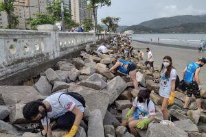 A ação também contou a participação dos grupos Gremar, Instituto Albatroz, Mantas do Brasil e Santos Lixo Zero