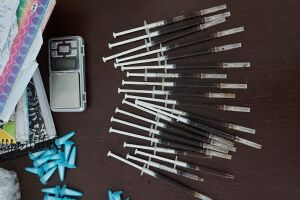 No total foram apreendidas e retiradas de circulação 123 porções de maconha (960 g), 241 porções de cocaína (6580g), 20 porções de heroína (80g) e 363 porções de crack (82g)