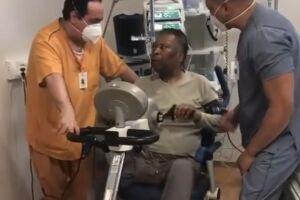 Pelé segue se recuperando de uma cirurgia