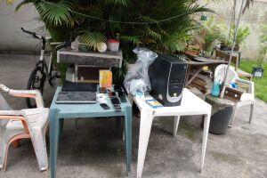 Polícia apreendeu computadores, notebooks e celulares em casa no Jardim Casqueiro