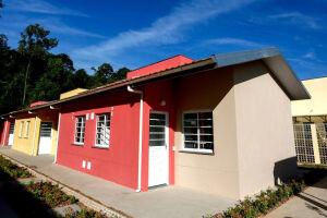 O equipamento comunitário de moradia gratuita é especialmente projetado em condomínios horizontais