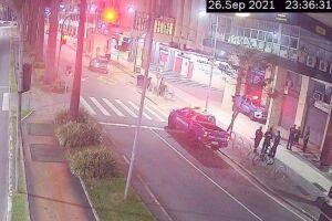 Câmeras flagram o furto de uma bicicleta