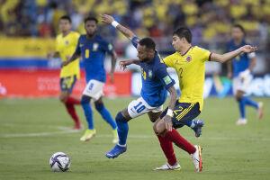 Bem marcado, Neymar pouco produziu contra a Colômbia neste domingo