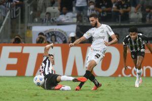 Santos toma 3 gols em seis minutos