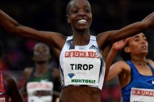 Agnes Tirop, queniana recordista no atletismo, é encontrada morta à facadas dentro de casa.As autoridades suspeitam queseu marido seja o autor do crime