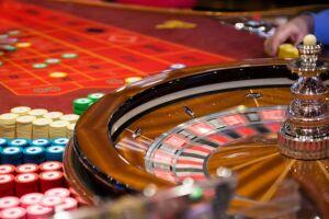Explorar jogos de azar é considerado contravenção penal, mesmo assim Congresso tenta retornar com a prática no Brasil