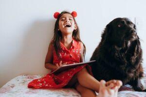 Levantamento também traz os impactos positivos que a interação humano-animal (HAI) pode ter nas crianças durante o confinamento
