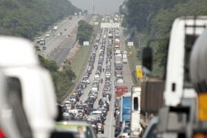 Apenas para o litoral paulista, se somados o sistema Anchieta-Imigrantes, a rodovia dos Tamoios e a Mogi-Bertioga, são esperados 668 mil veículos.