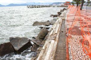 A mureta foi danificada no final de abril, quando um trecho foi destruído pela forte ressaca que atingiu todo Litoral