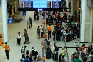 A demanda por viagens domésticas no setor de aviação recuou 12,2% em abril
