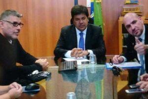 Frota publicou algumas imagens em que aparece ao lado do ministro da pasta, Mendonça Filho (DEM-PE), também no Facebook