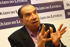 O presidente interino Michel Temer definiu na noite de segunda-feira (30) o senador Aloysio Nunes Ferreira (PSDB-SP) como novo líder do governo no Senado