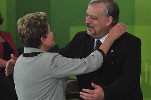 """A presidente Dilma Rousseff escalou nesta segunda-feira (23) o ex-ministro Ricardo Berzoini (Secretaria de Governo) para """"exigir a demissão"""" de Romero Jucá"""