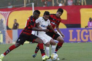 Corinthians perde de virada para Vitória e completa 5 jogos sem vencer