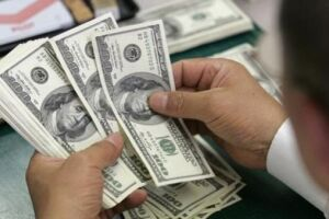 A moeda americana à vista subia há pouco 1%, a R$ 3,619, enquanto o dólar comercial ganhava 0,58%, a R$ 3,620