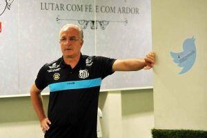 Dorival Júnior faz mistério e não confirma Lucas Lima e Ricardo Oliveira no domingo