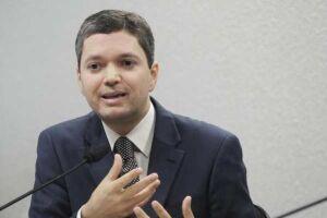 O sindicato que representa os servidores da antiga CGU (Controladoria-geral da União) divulgaram uma carta pública em que pedem a demissão do ministro Fabiano Silveira