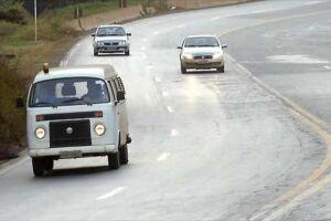 Dirigir sem farol baixo durante o dia em rodovias dará multa de R$ 85