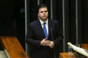 A nomeação do deputado federal Fernando Filho (PSB) para o ministério das Minas e Energia do governo do presidente interino Michel Temer (PMDB) rachou o PSB