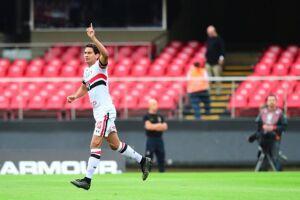 Paulo Henrique Ganso fez o gol da vitória aos 11 minutos da primeira etapa