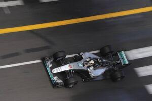 Hamilton contou com sorte, estratégia e habilidade para vencer em Mônaco
