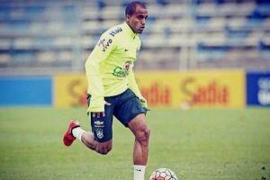 Lucas foi chamado para substituir o meio-campista Rafinha, do Barcelona