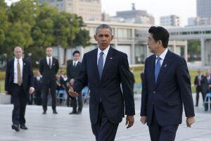 Obama cumprimentou alguns dos sobreviventes do bombardeio de Hiroshima após sua fala