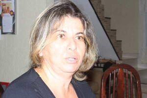 """A assistente social Rosana Marques não se conforma com a situação do município que se apresenta como modelo na região. """"Como pode se não faz a lição de casa?"""""""