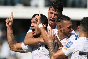 Renato estava com câimbras quando marcou o gol da vitória do Santos neste domingo